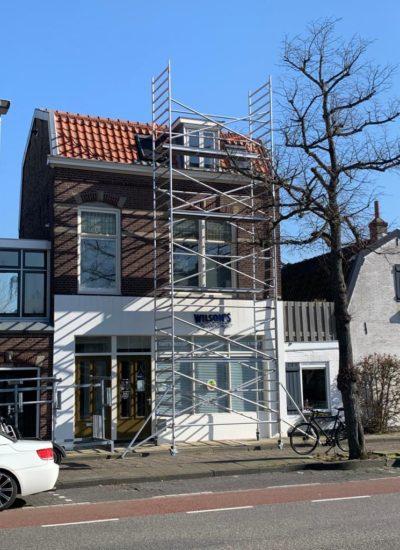 Woning in steigers voor dak